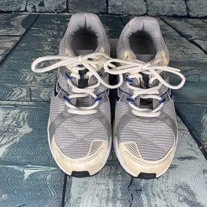 Nike Triax 9 gray & white running shoe size 8